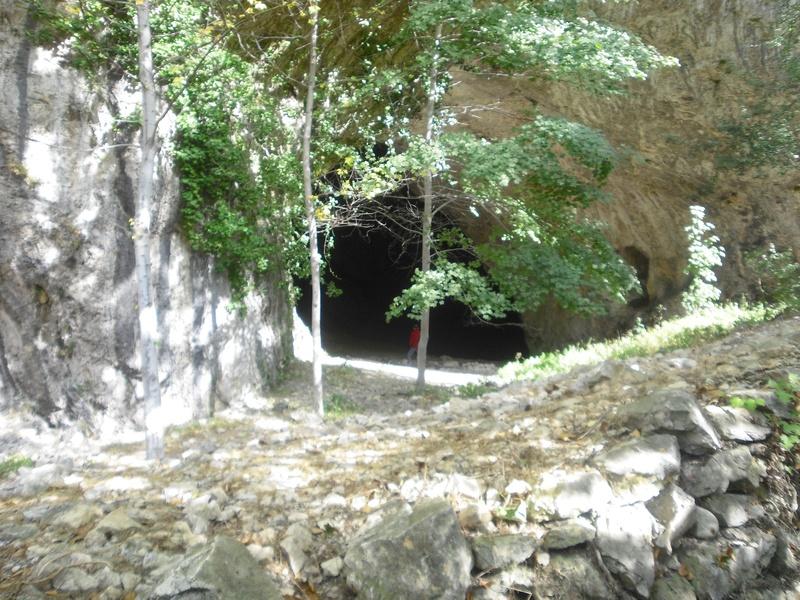 Entrada a la cueva de Ussat